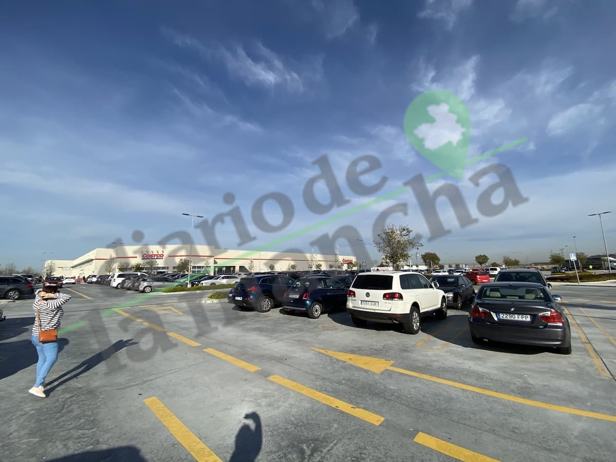 Parking de Costco en Madrid a tope por el coronavirus