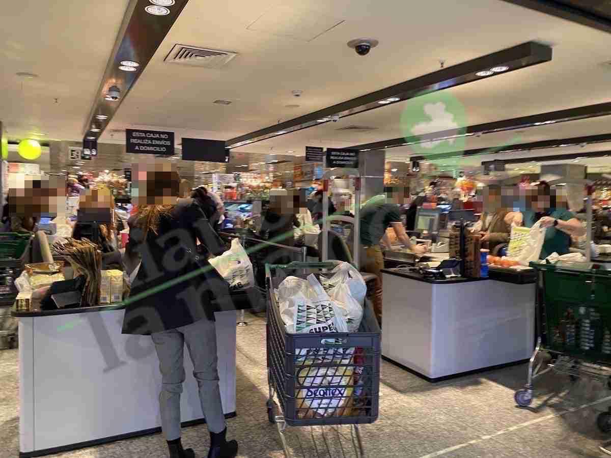 Supermercado El Corte Inglés de Nuevos Ministerios a tope por el coronavirus