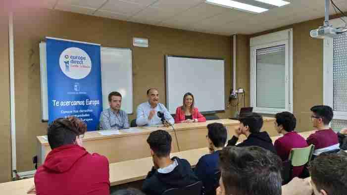El Gobierno regional informó a estudiantes de Villarrobledo los derechos y libertades que ofrece ser parte de la Unión Europea 1