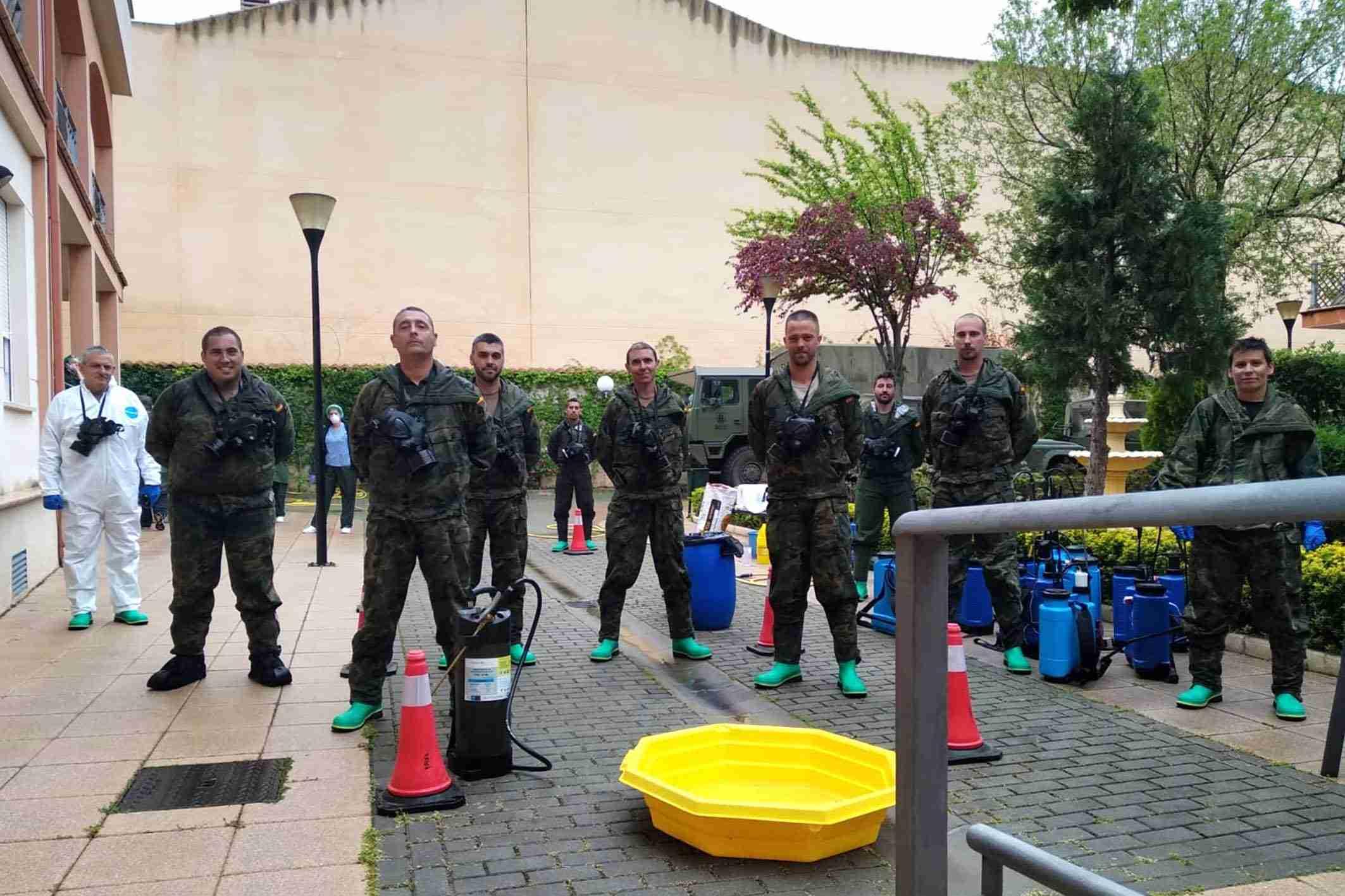 """El Ejército realiza tareas de desinfección el a Residencia de Mayores """"Virgen de Peñarroya"""" 13"""