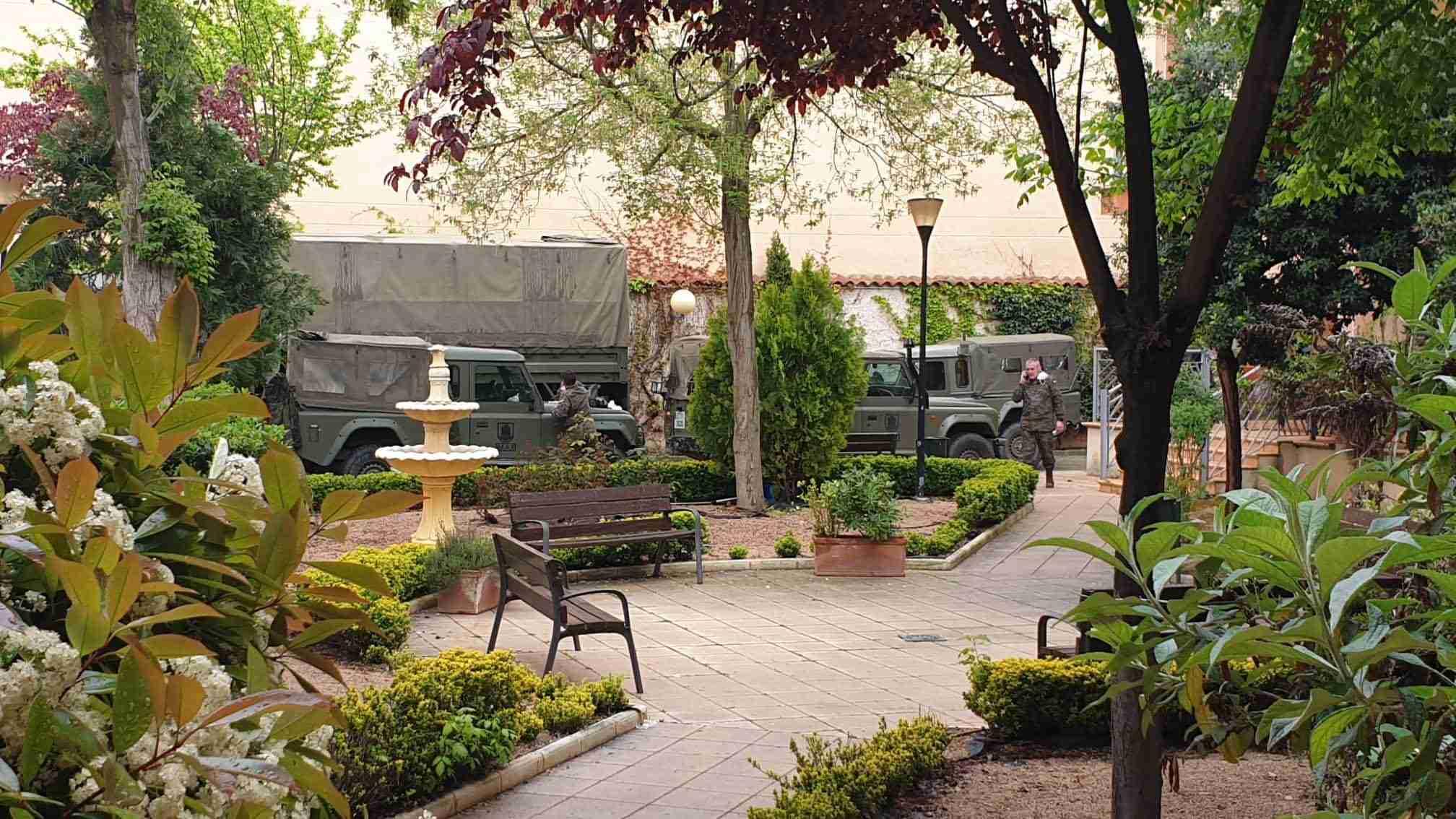 """El Ejército realiza tareas de desinfección el a Residencia de Mayores """"Virgen de Peñarroya"""" 17"""