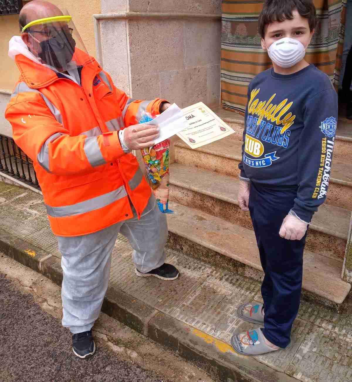 reparto de mascarillas infantiles en carrizosa ciudad real