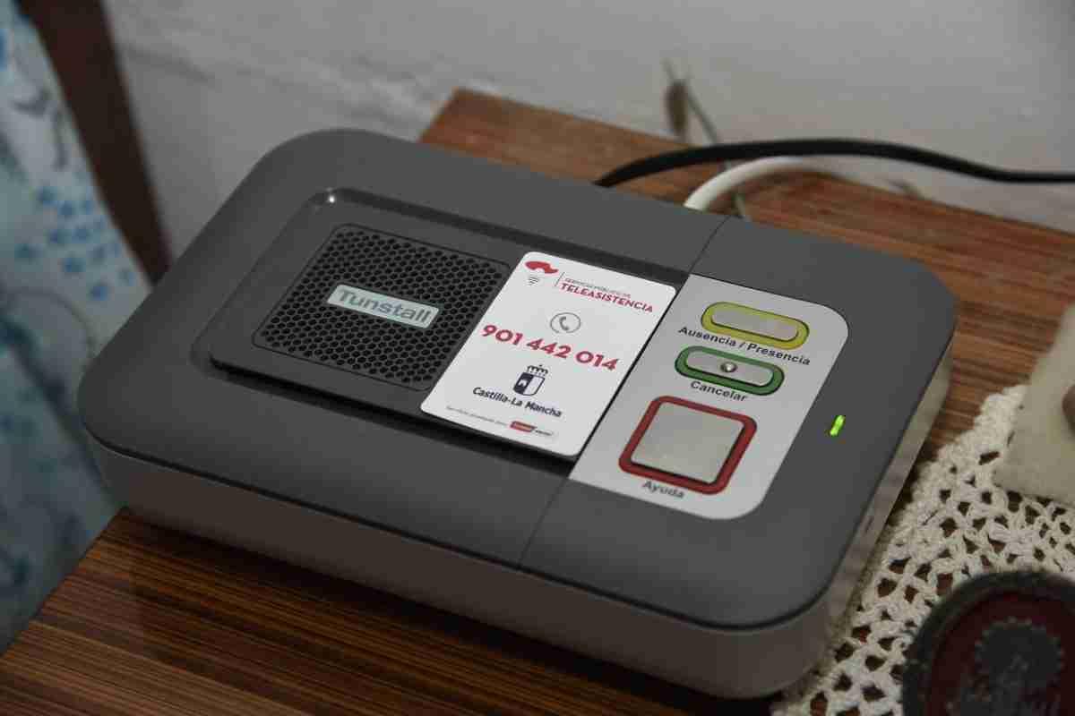 servicio de teleasistencia de clm atiende a personas mayores durante la pandemia