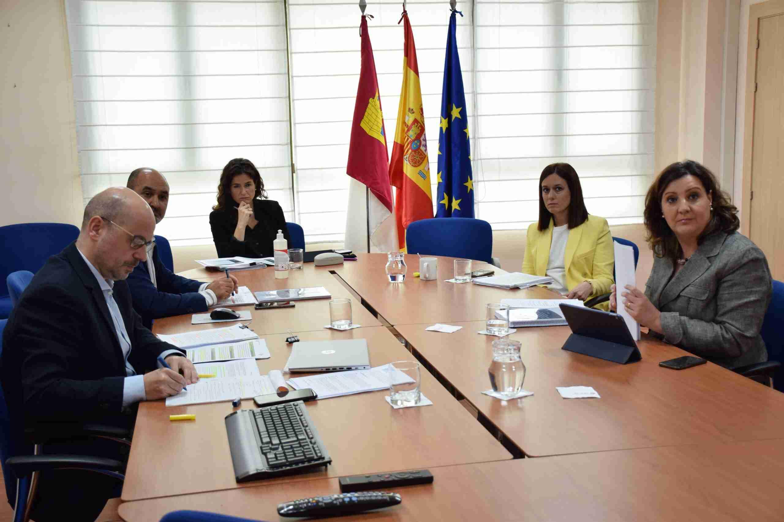 La consejera de Economía, Empresas y Empleo, Patricia Franco, expone a los grupos políticos con representación en las Cortes regionales el Plan de Medidas Extraordinarias para la Recuperación Económica 2
