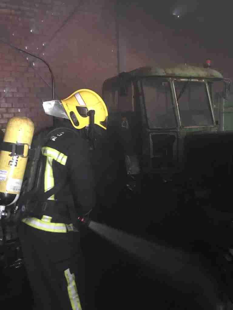 Incendio en unas cámaras frigoríficas de un almacen de verduras y frutas en Herencia 7