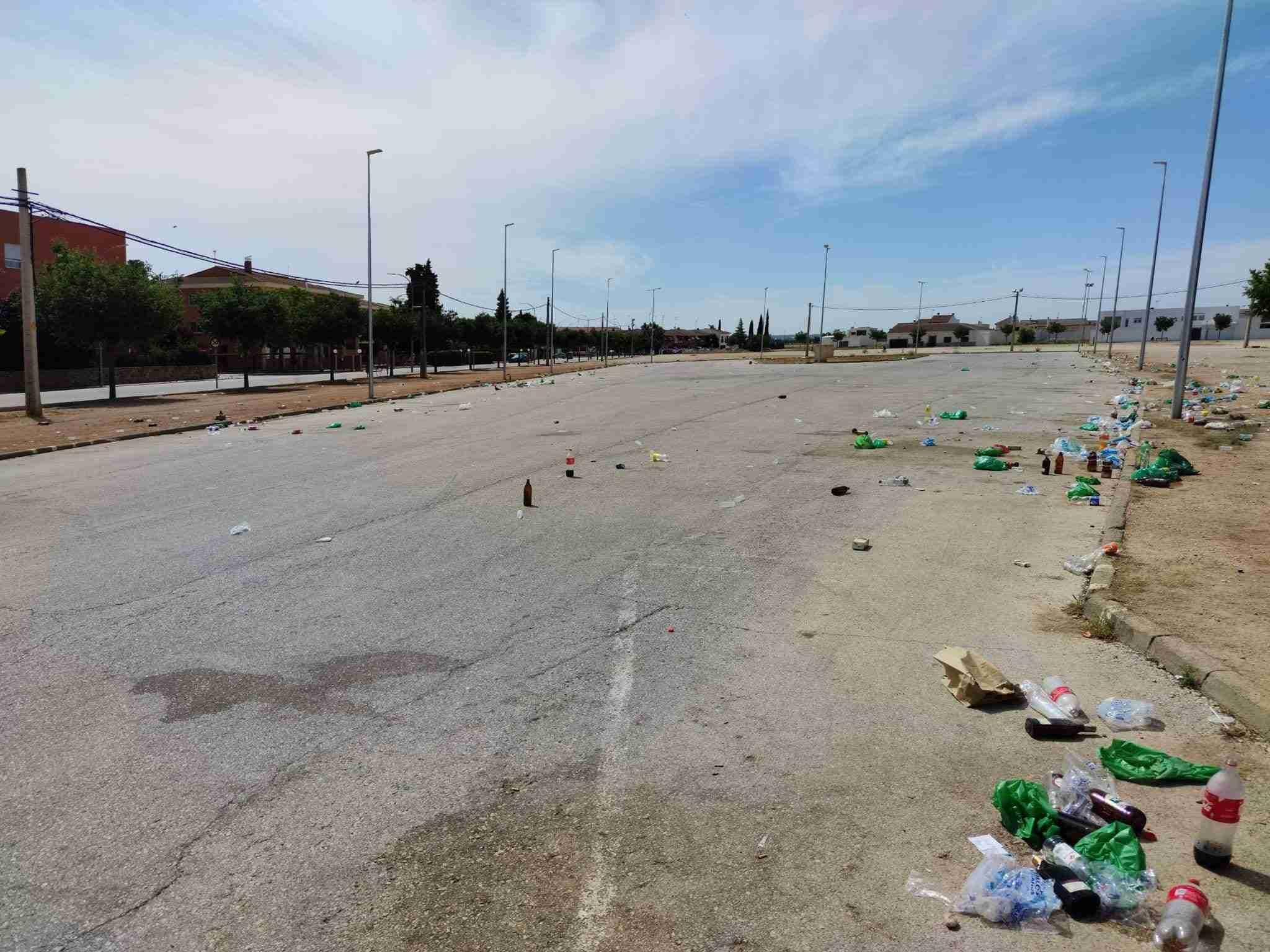 Macrobotellón en Tomelloso con centenares de personas en plena desescalada 6