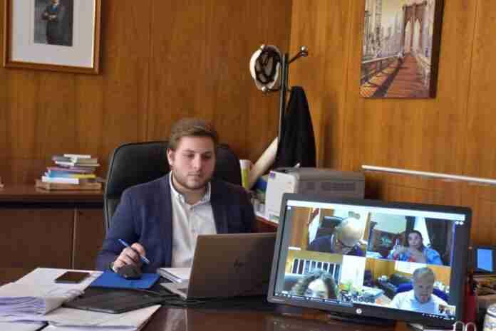 consejero de fomento nacho hernando en videoconferencia sobre la ley SUMA