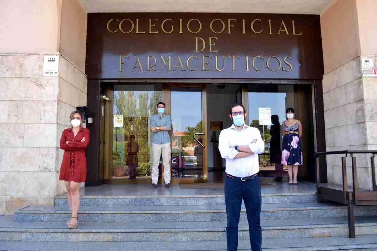 El Colegio Oficial de Farmacéuticos de Ciudad Real guardó un minuto de silencio por los fallecidos a causa del coronavirus 1