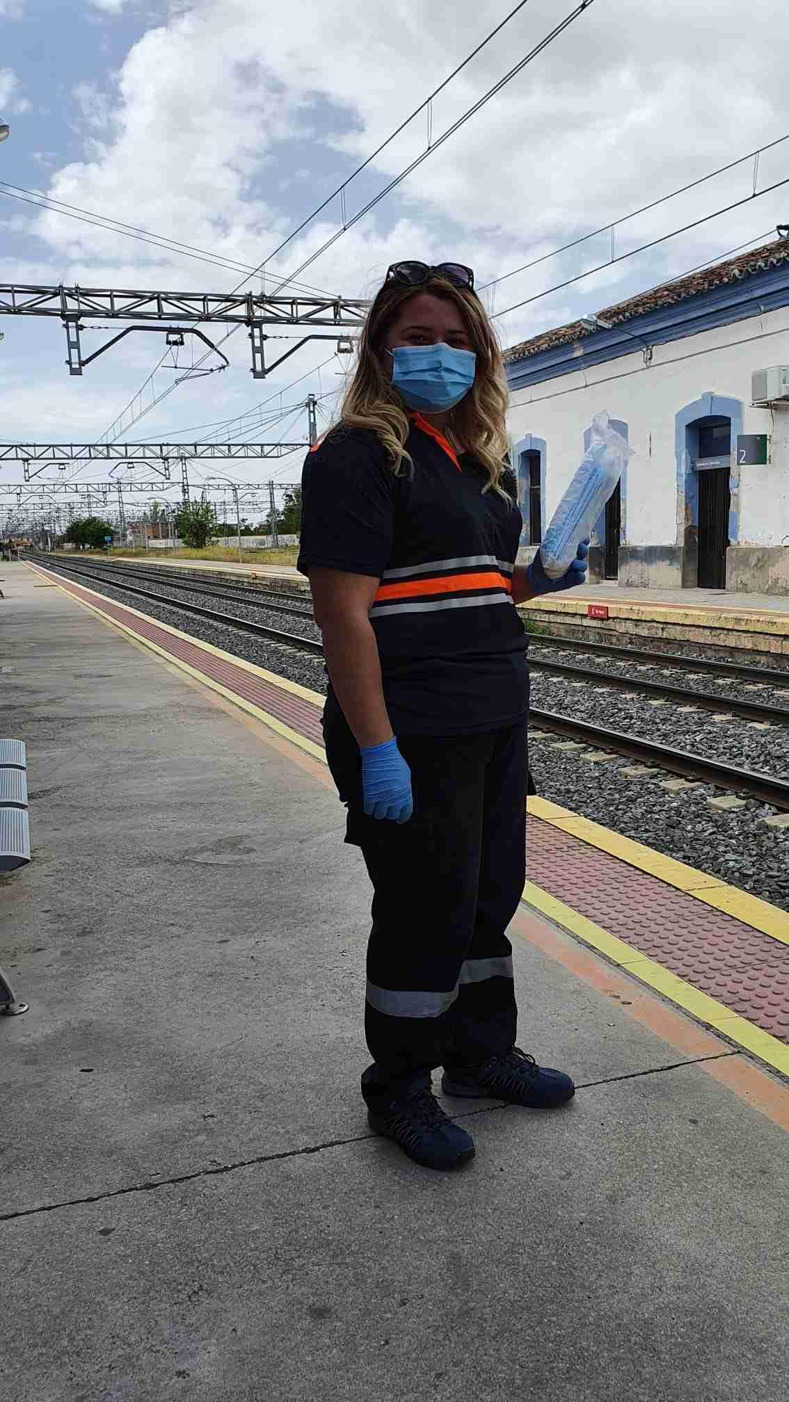 Policía Local y Protección Civil reparten mascarillas en transporte de la provincia de Ciudad Real 1