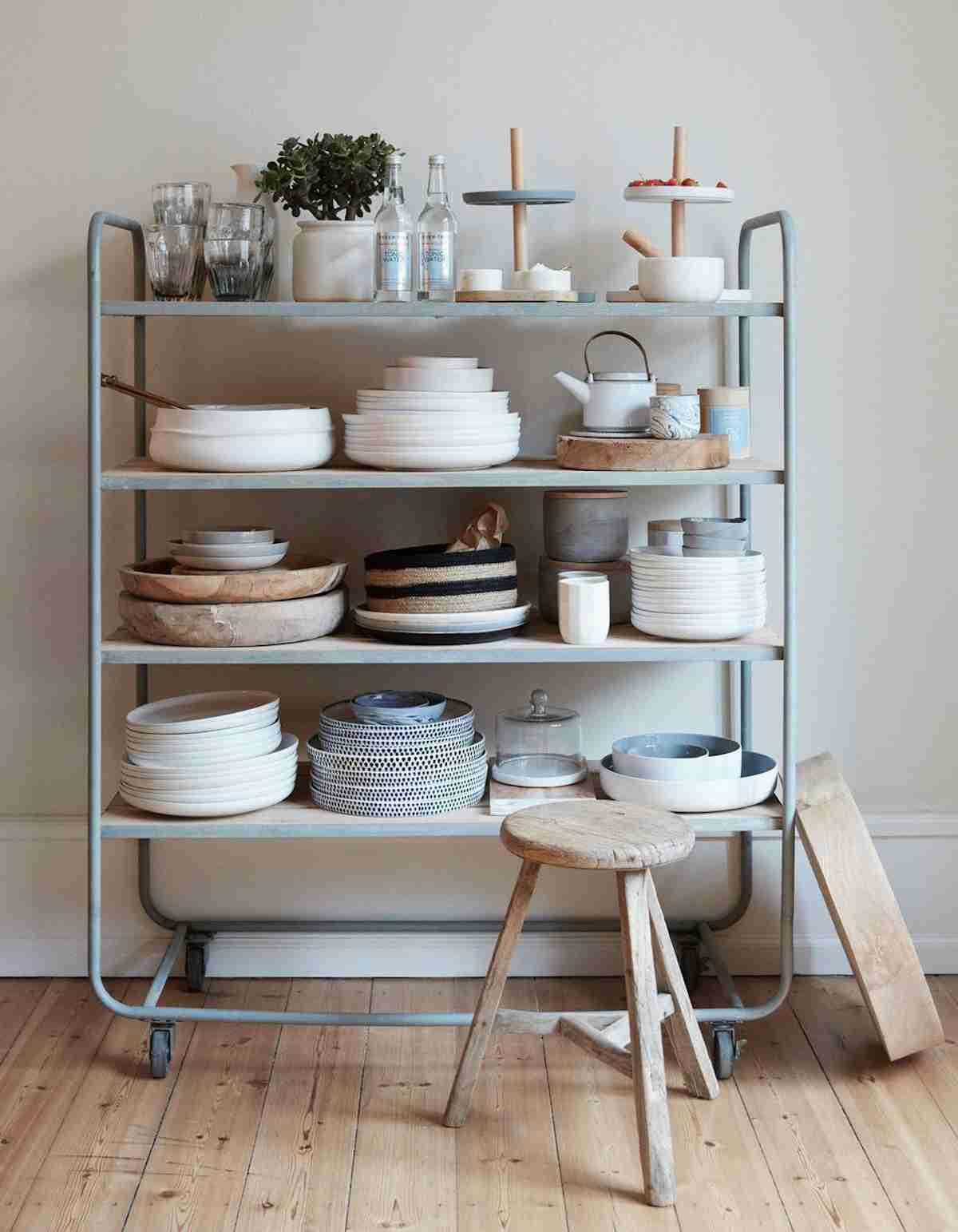 Cómo organizar una cocina sin muebles altos 40