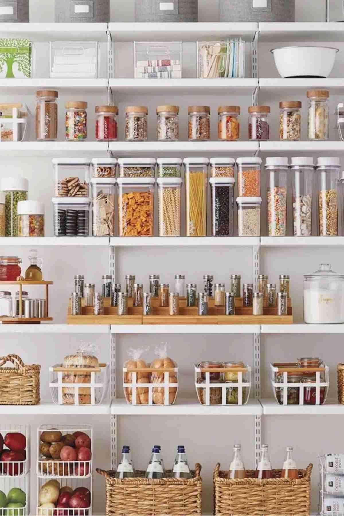 Cómo organizar una cocina sin muebles altos 42