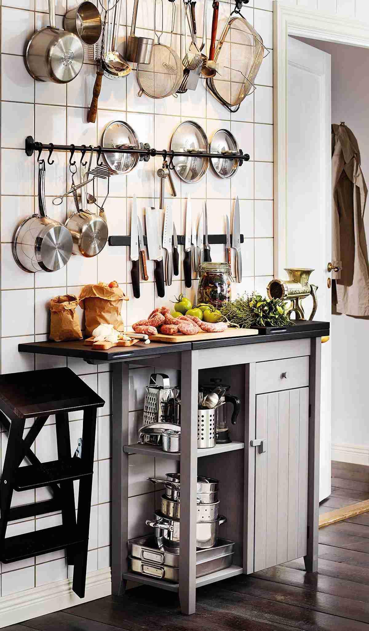 Cómo organizar una cocina sin muebles altos 37