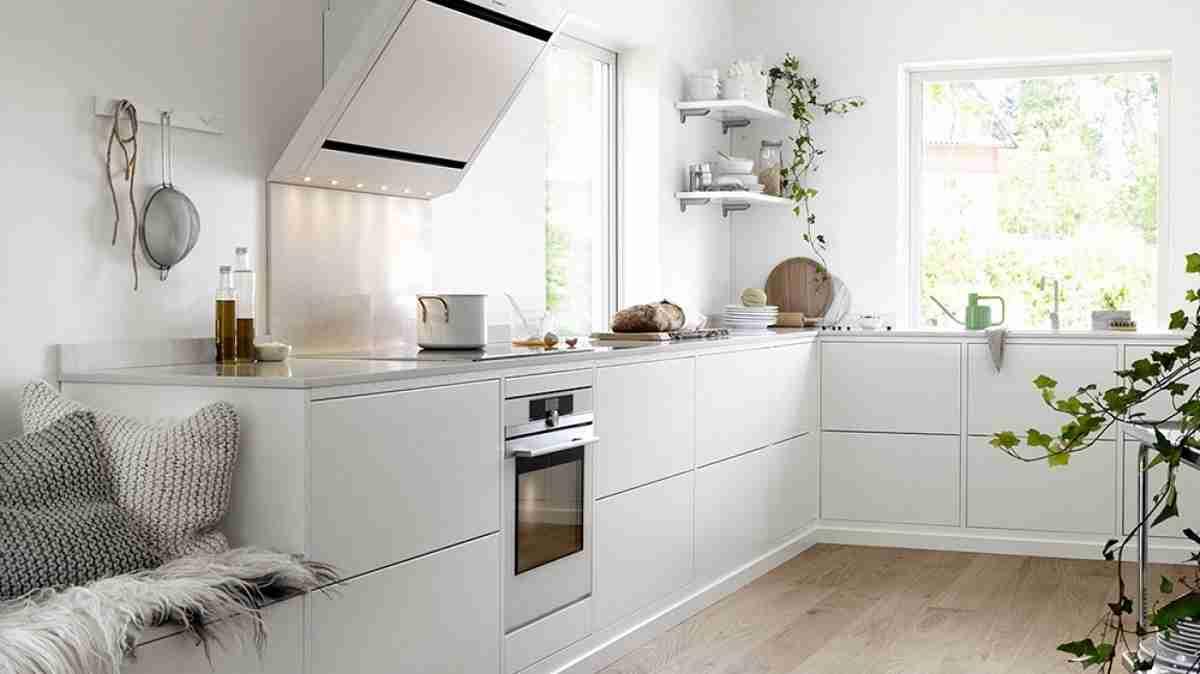Cómo organizar una cocina sin muebles altos 31
