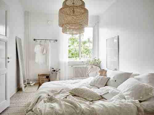 camas deshechas dormitorio luminoso