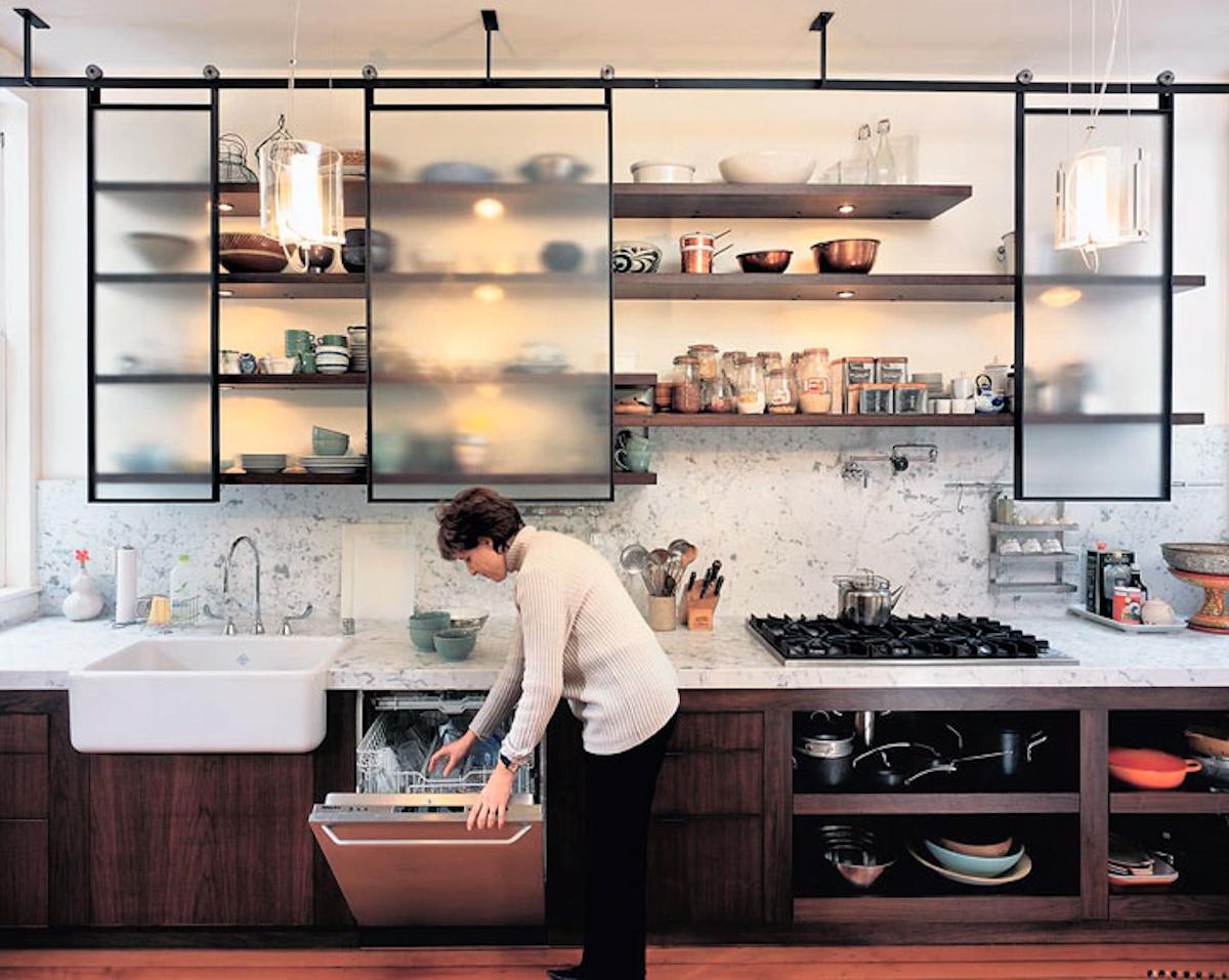 Cómo organizar una cocina sin muebles altos 33