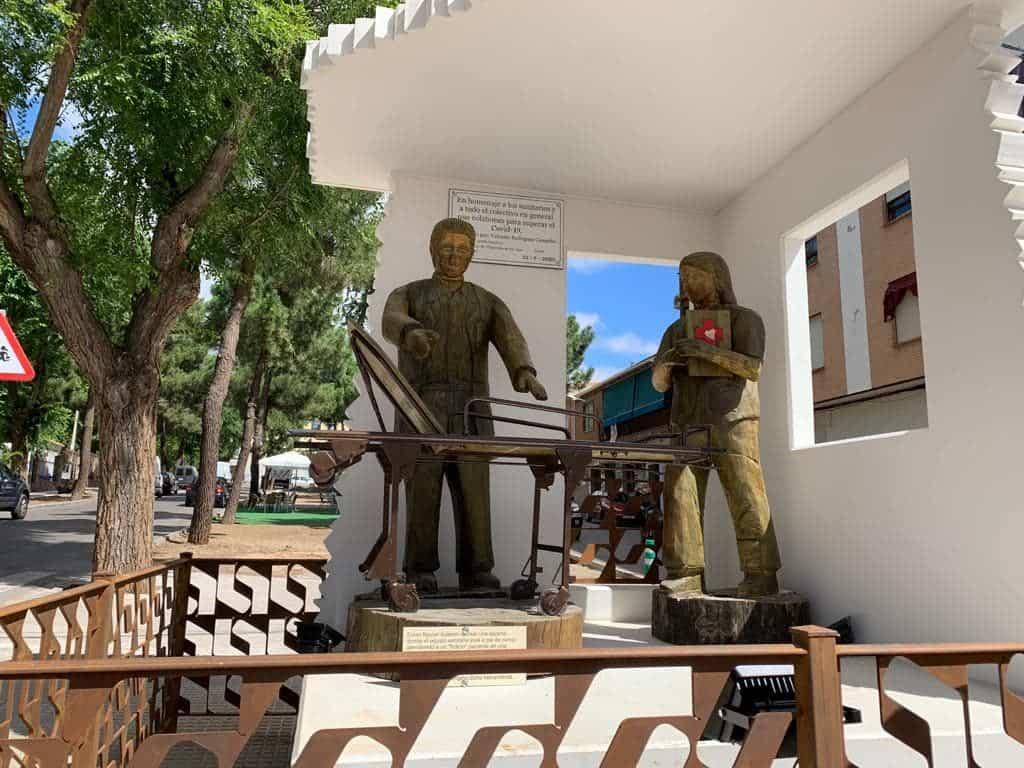 Villarrubia de los Ojos exhibe un monumento a los sanitarios y colectivos que han luchado contra el Covid-19 3