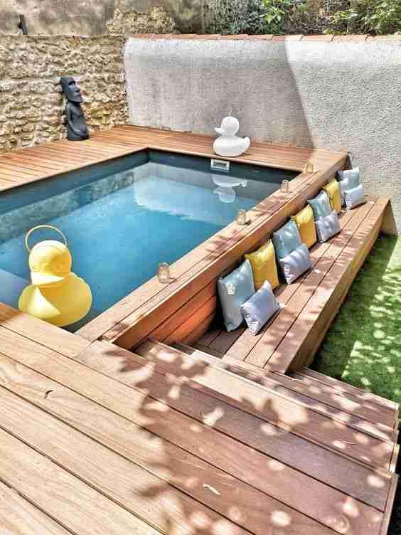 pequena piscina en el jardin en altura