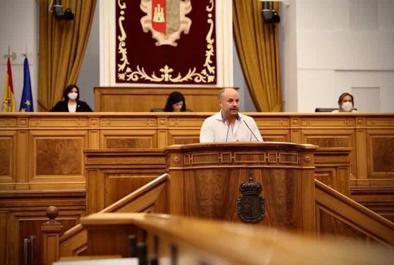 Ruiz pide a la Junta tener en cuenta a la población con movilidad reducida para reactivar el transporte en la región