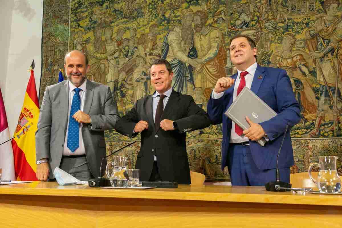 El Gobierno regional y Correos firman un convenio marco para servicios en el medio rural 1