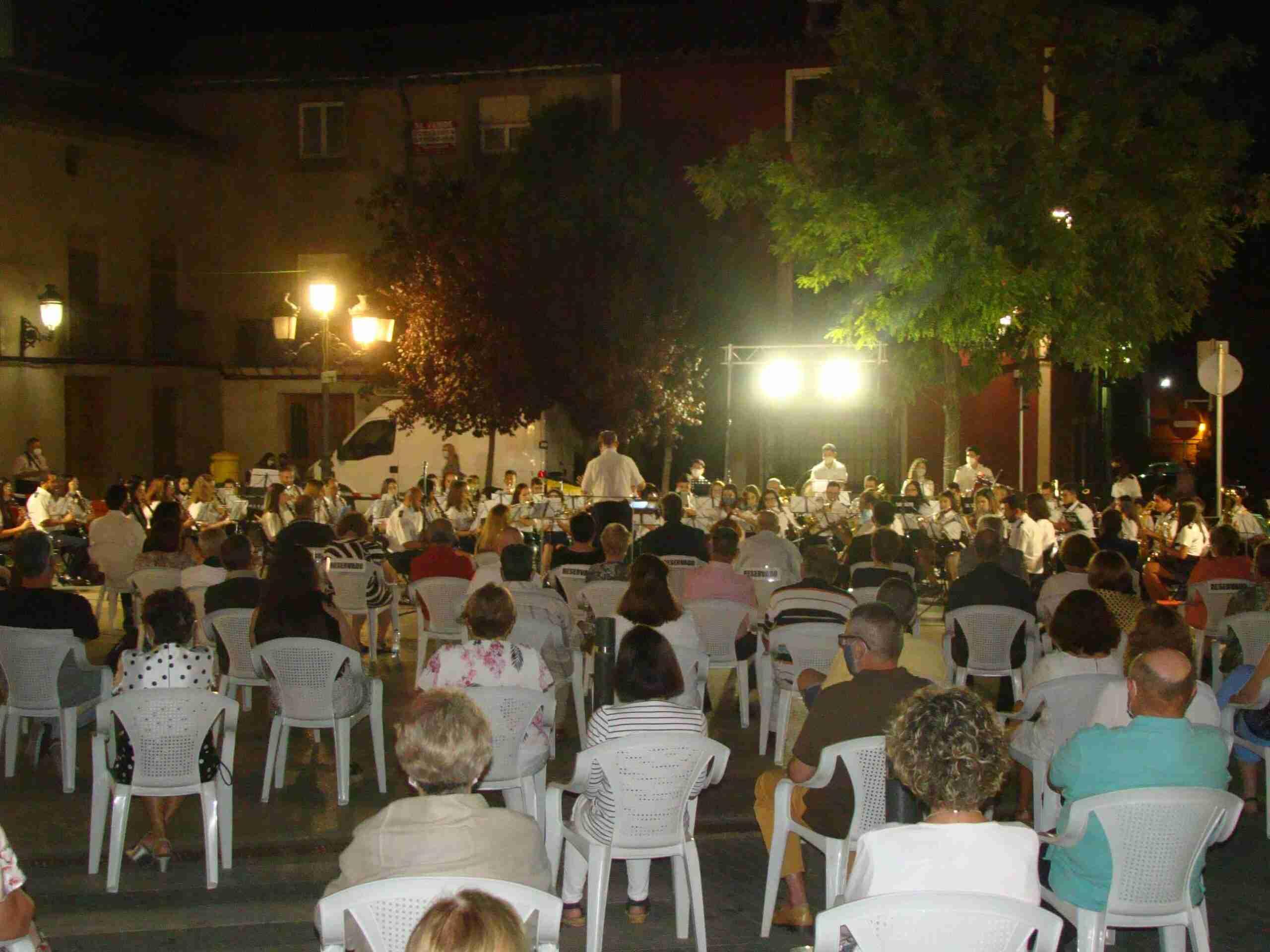 La Banda Sinfónica Municipal homenajea a las víctimas del Covid-19 con un concierto 8