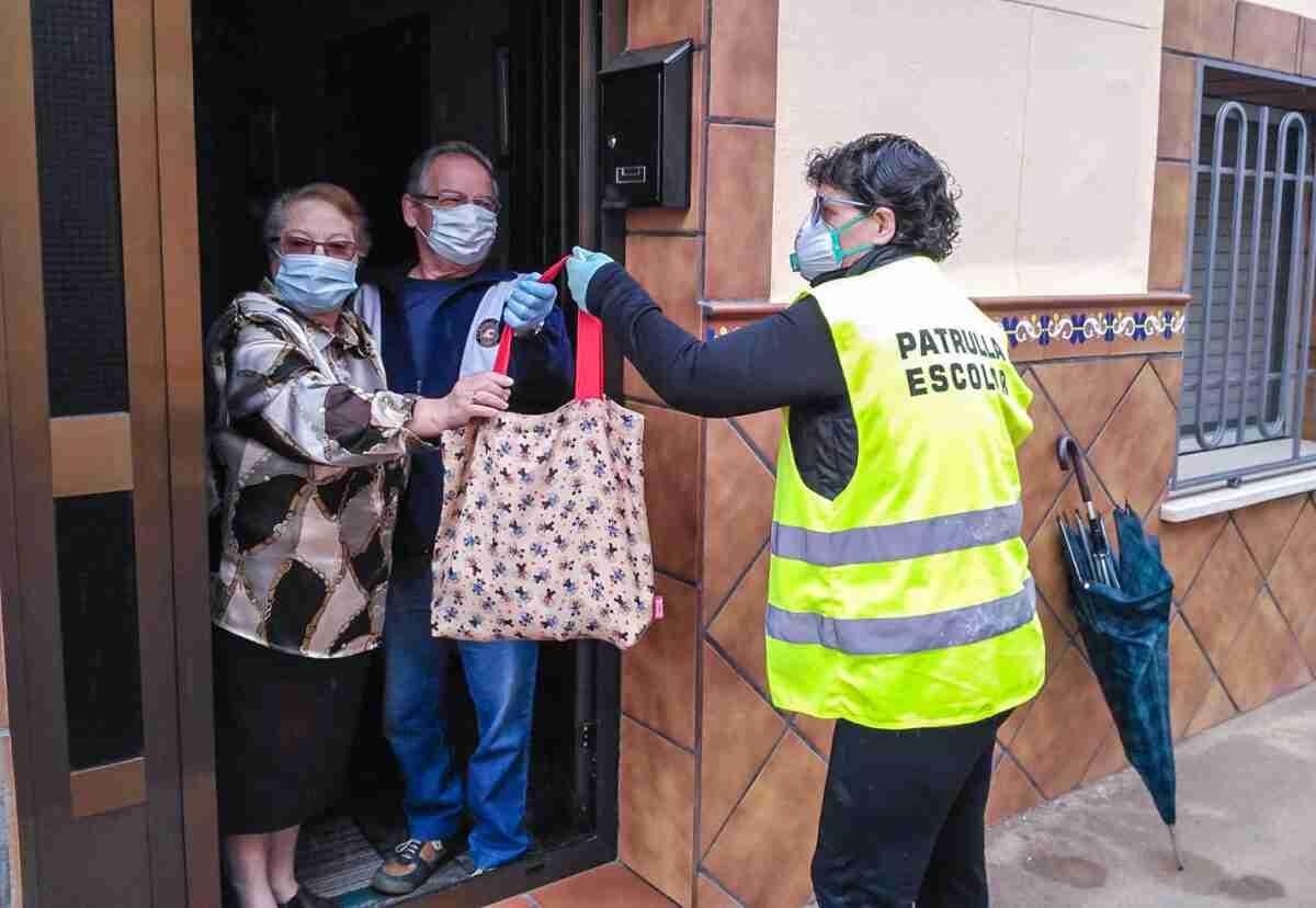 El Ayuntamiento retoma el servicio gratuito de recados a domicilio y acompañamento para personas mayores y vulnerables 1