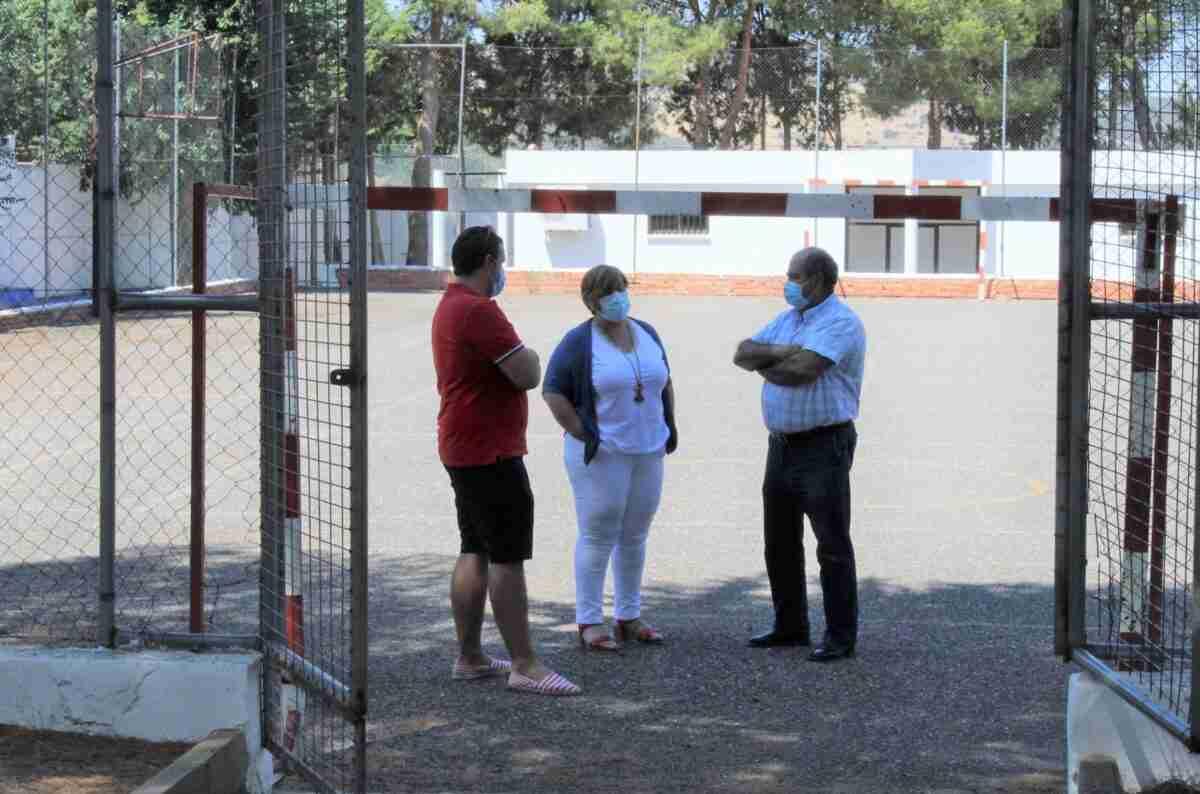 """La pista deportiva del colegio """"José María del Moral"""" en Ballesteros de Calatrava y una reforma por 21.000 euros 1"""