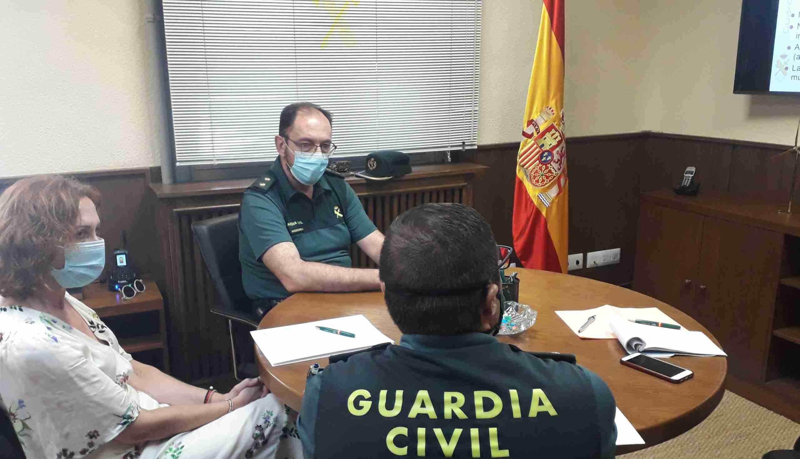 La subdelegada del Gobierno y el teniente coronel repasan actuaciones y retos covid- 19 en la 1era Compañía de la Guardia Civil en Ciudad Real 3