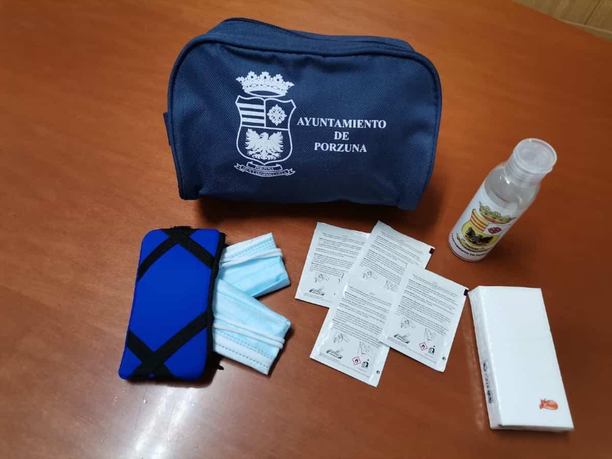 ayuntamiento de porzuna entrega neceser anticovid
