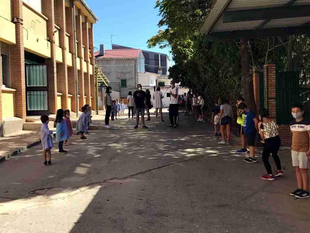 El curso escolar comenzó con normalidad en Carrizosa, con puertas violetas y medidas especiales de limpieza 5