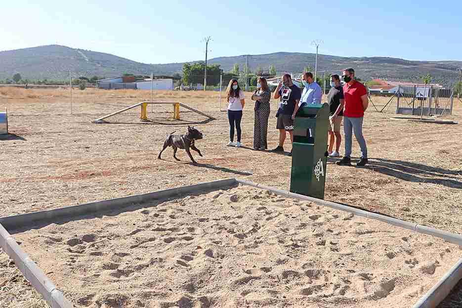 El Ayuntamiento puso en marcha un parque de esparcimiento canino 1