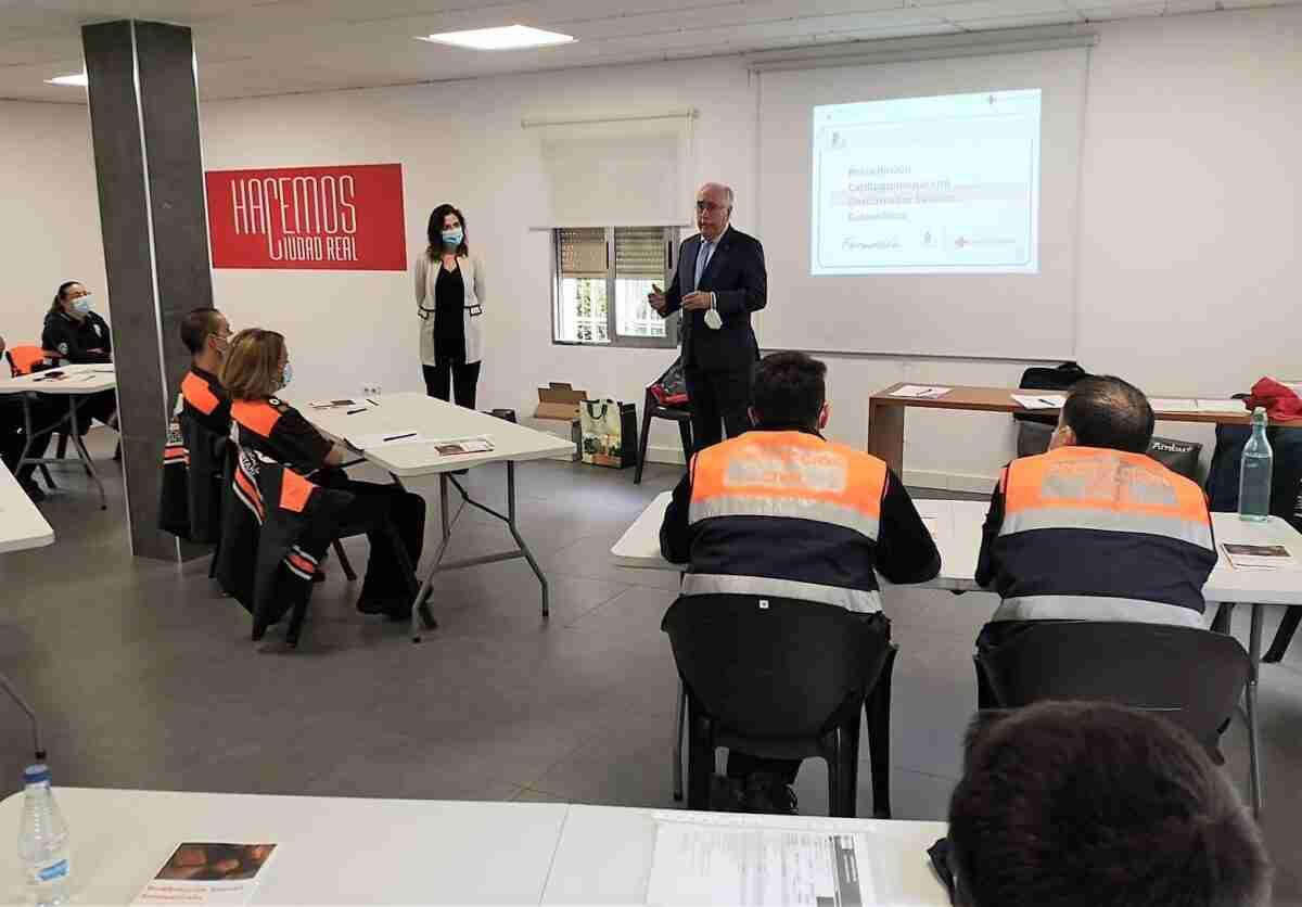 El Gobierno de Castilla-La Mancha celebra un curso en Ciudad Real para uso del desfibrilador para voluntarios de Protección Civil 1