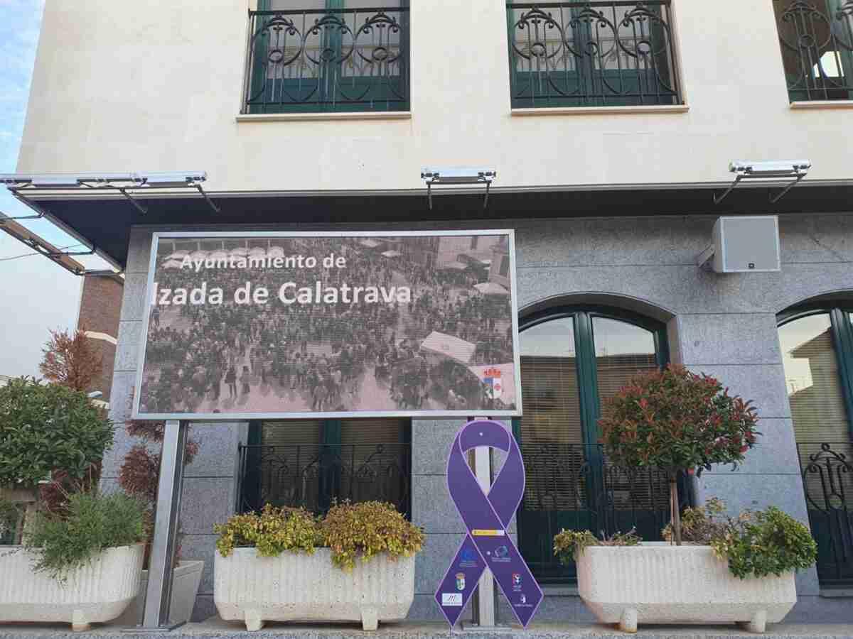 """Colocan """"señales de tráfico"""" contra violencia de género en Calzada de Calatrava 1"""