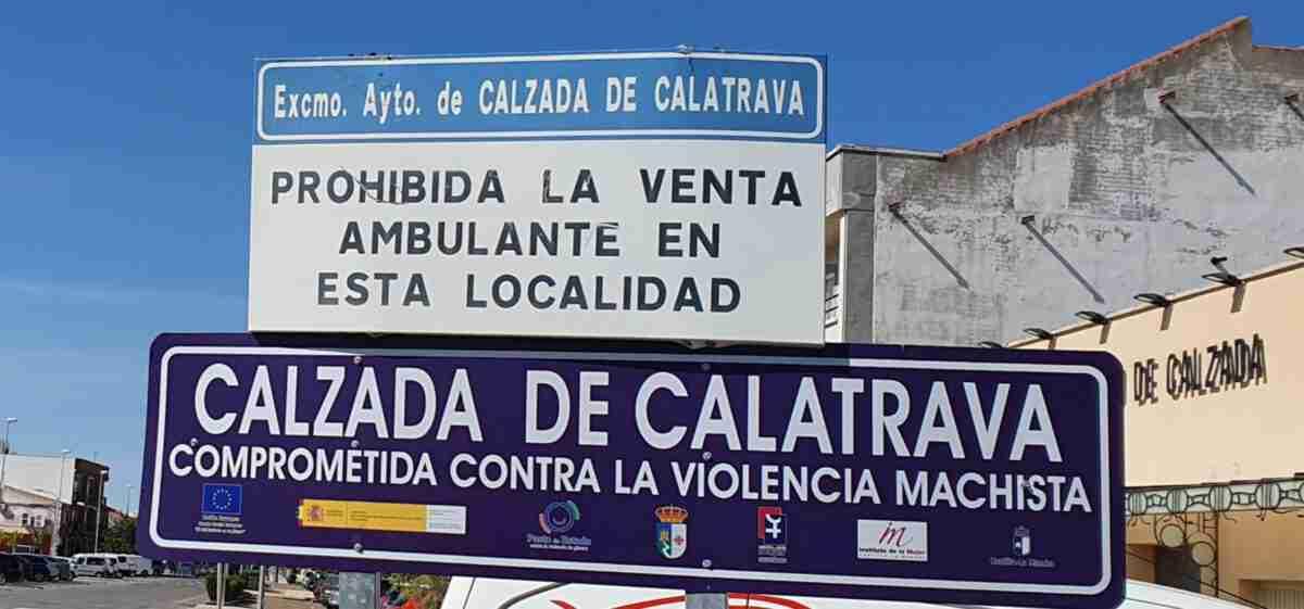"""Colocan """"señales de tráfico"""" contra violencia de género en Calzada de Calatrava 2"""