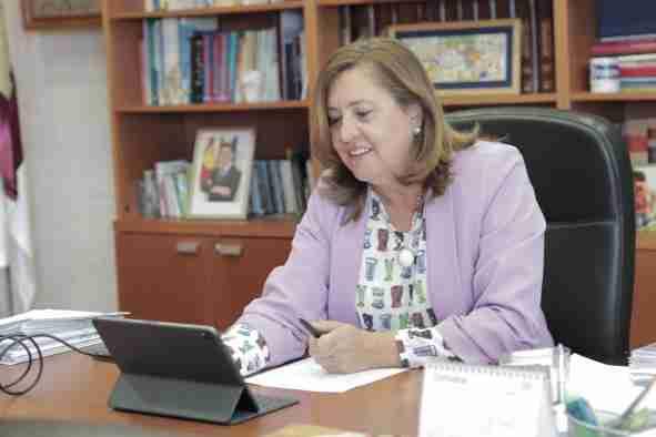 Artículo de la consejera de Educación, Cultura y Deportes, con motivo del Día del Docente: La profesión docente no es una profesión cualquiera