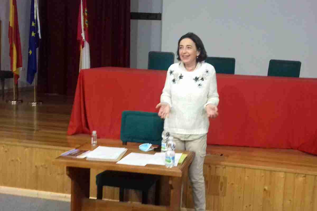 Charla de la doctora Alicia Pintado Díaz sobre los principales tipos de cánceres que afectan a la mujer 2