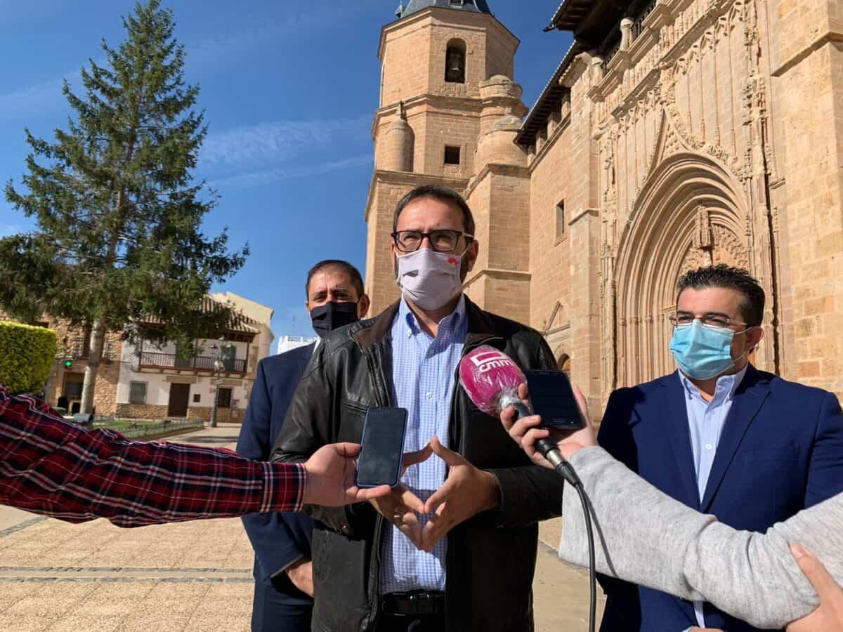 """Gutiérrez subrayó el compromiso del Gobierno regional con los pueblos y aseguró que el virus """"no va a servir de excusa"""" 5"""