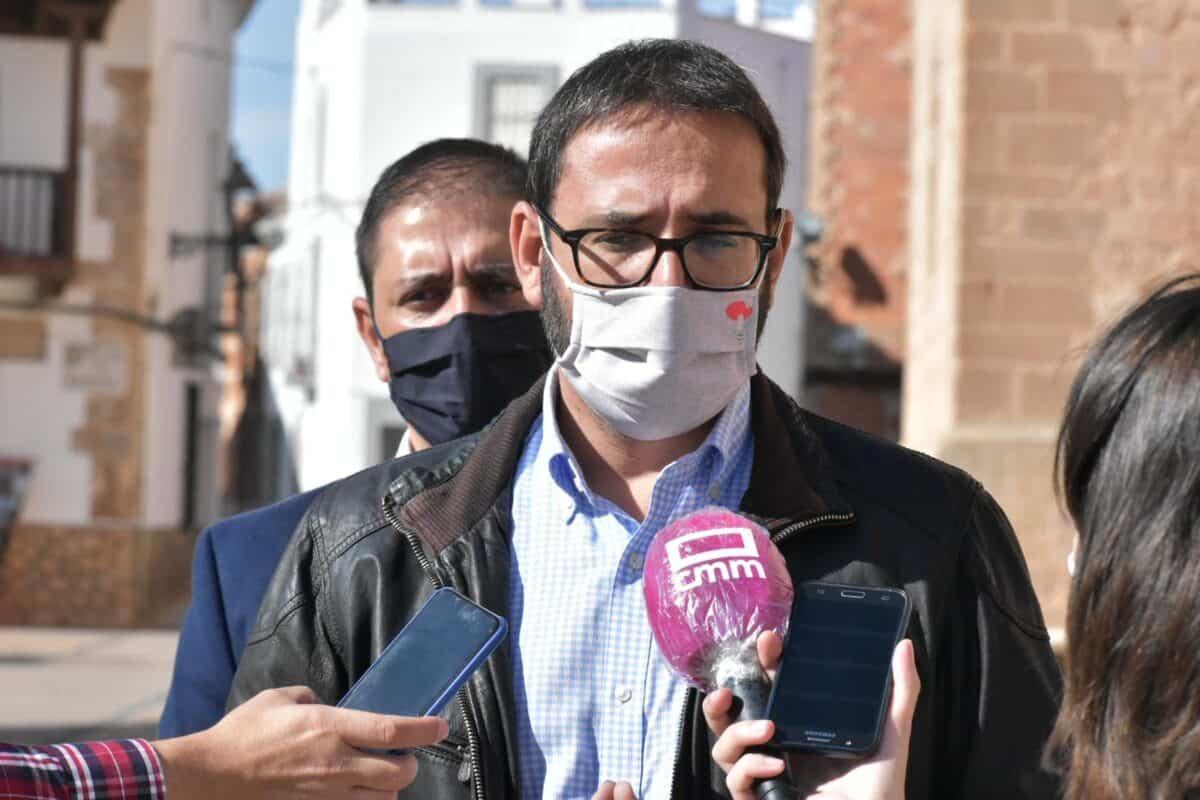 """Gutiérrez subrayó el compromiso del Gobierno regional con los pueblos y aseguró que el virus """"no va a servir de excusa"""" 6"""