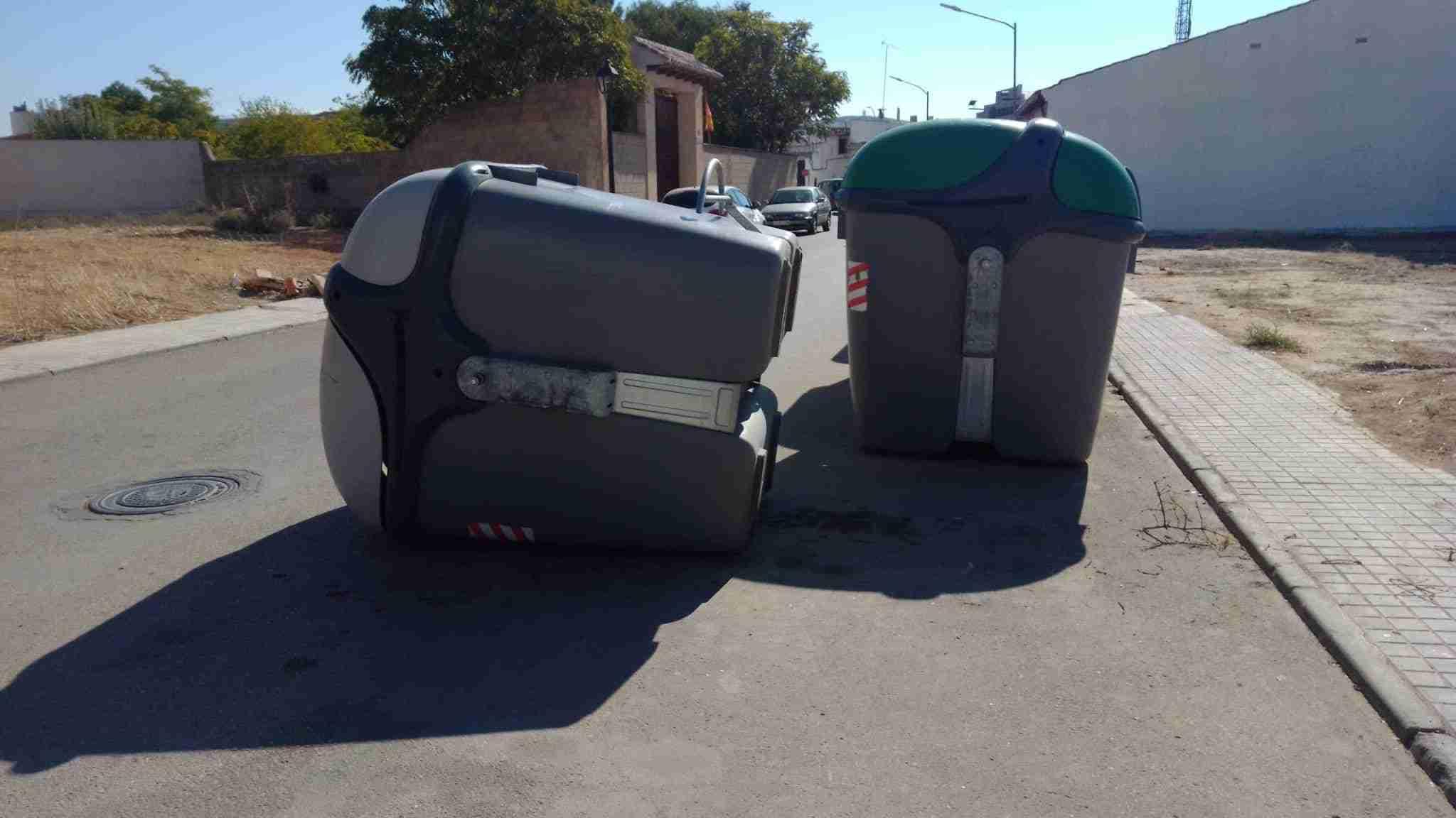 Ejemplos de cómo no utilizar un contenedor de basura 9