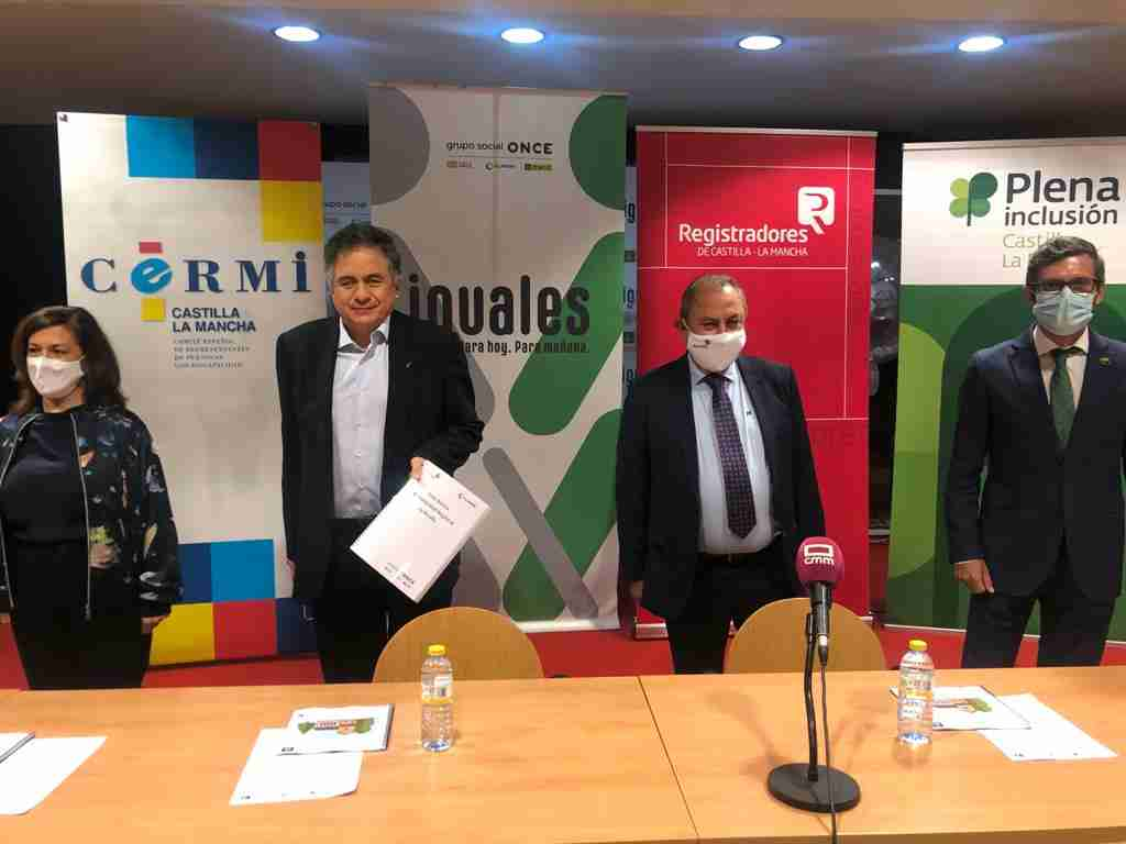 El Colegio de Registradores de Castilla-La Mancha divulgó junto a ONCE, CERMI y Plena Inclusión dos guías, una de Registro adaptado a Lectura Fácil y otra en Braille 3