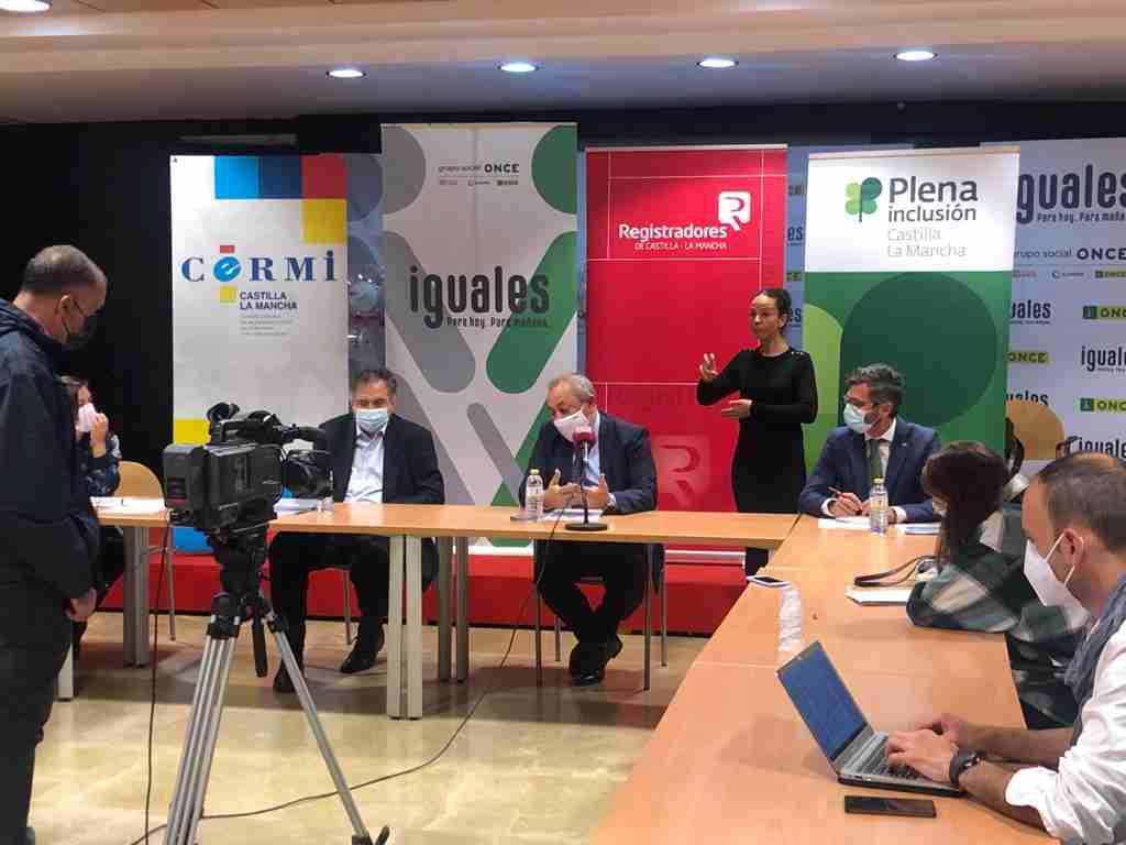 El Colegio de Registradores de Castilla-La Mancha divulgó junto a ONCE, CERMI y Plena Inclusión dos guías, una de Registro adaptado a Lectura Fácil y otra en Braille 1