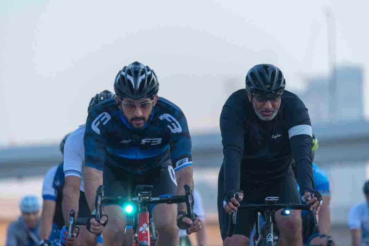 Más de 20.000 ciclistas hacen historia en la carretera más larga de Emiratos Árabes 6