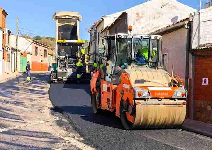 asfaltan calles de la vinuela