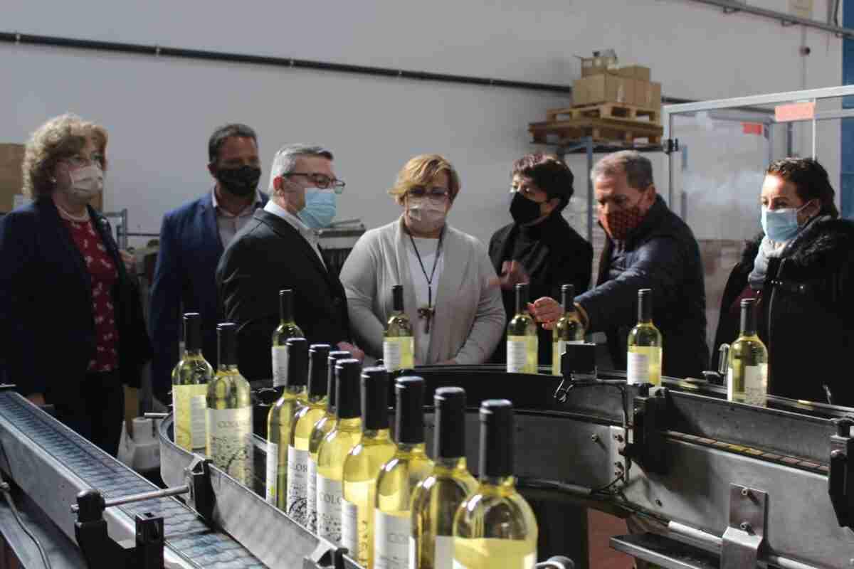 El Gobierno regional respalda proyectos de mejora del sector vitivinícola, transporte y educación en Socuellamos 2