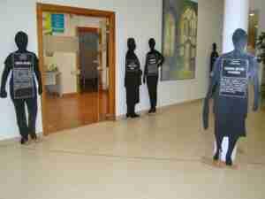 Exposición con siluetas para visibilizar a las víctimas de la Violencia de Género 6