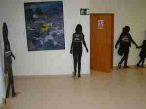 Exposición con siluetas para visibilizar a las víctimas de la Violencia de Género 1