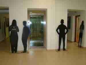 Exposición con siluetas para visibilizar a las víctimas de la Violencia de Género 4