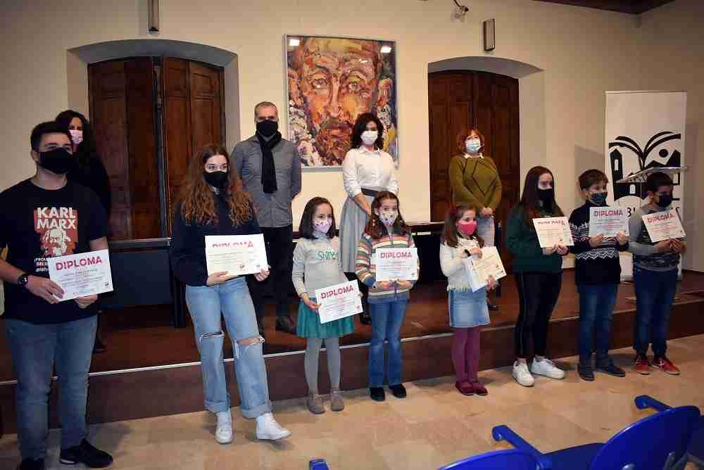 Concursos de creación literaria y marcapáginas