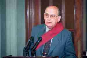 Un estudio sobre la figura del primer presidente del Senado Español y director del Diario Madrid, Antonio Fontán Pérez 1