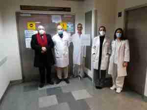 La AECC en Ciudad Real acercó el voluntariado al Hospital Universitario de Ciudad Real en forma de tótem 1