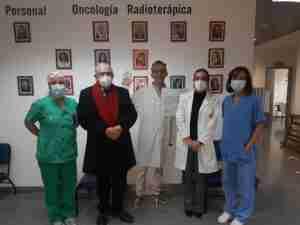 La AECC en Ciudad Real acercó el voluntariado al Hospital Universitario de Ciudad Real en forma de tótem 2